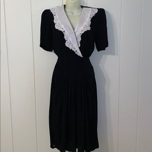 Vtg 80s does 40s  black rayon dress/white collar